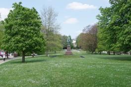 70B - Schlosspark II