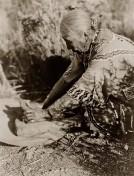 Indianerin-Kornmahlen